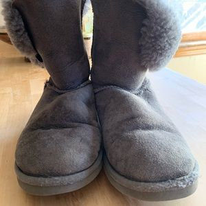 Women's size 7 grey Ugg boots.